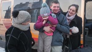 8 Powrót do domu i przywitanie z żoną, mamą i córką(fot Z. Kubisz)-2